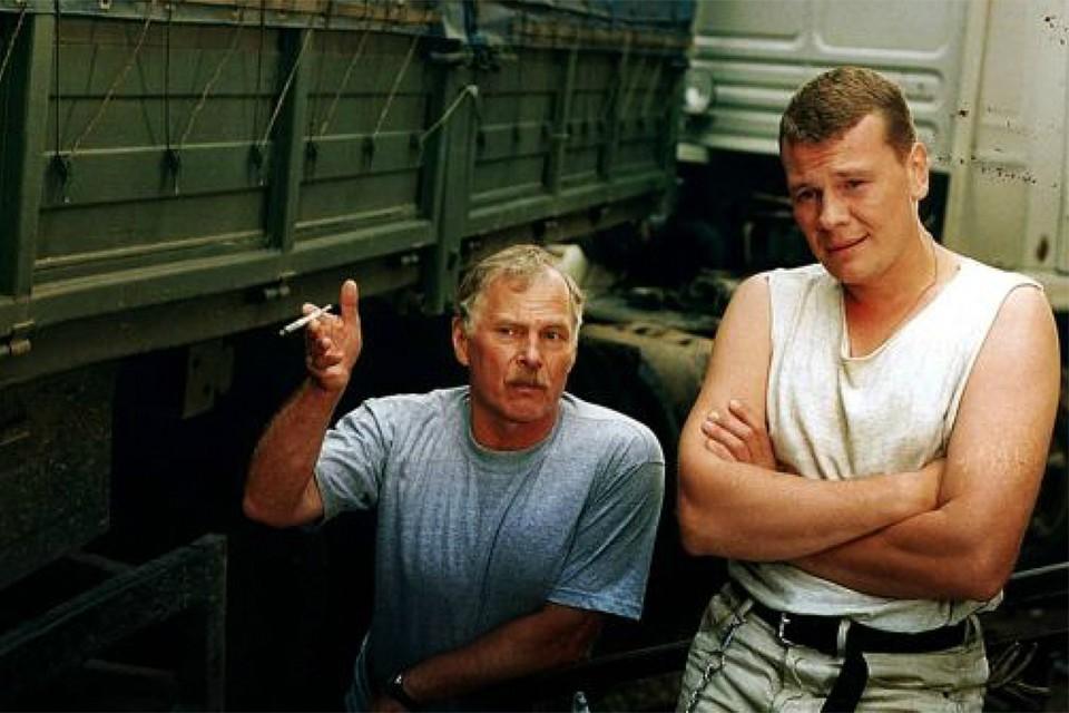 В сериале «Дальнобойщики» Гостюхин (слева) сыграл вместе с Владиславом Галкиным. Фото: Кадр из фильма