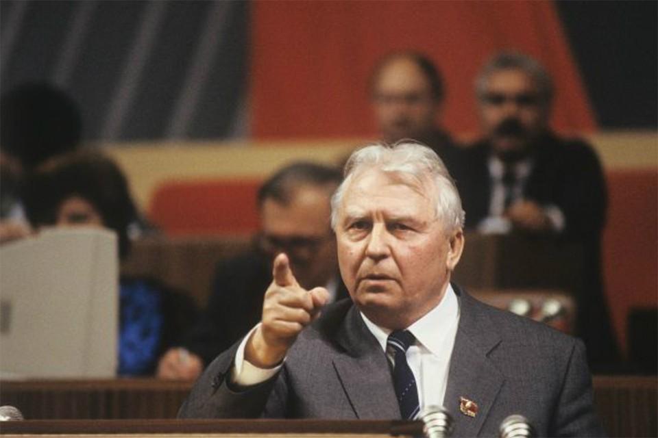 «Борис, ты не прав! Твоя энергия не созидательная, а разрушительная!» - сказал Лигачев Ельцину в 1988 году. Фото: Алексей БОЙОВ/РИА Новости