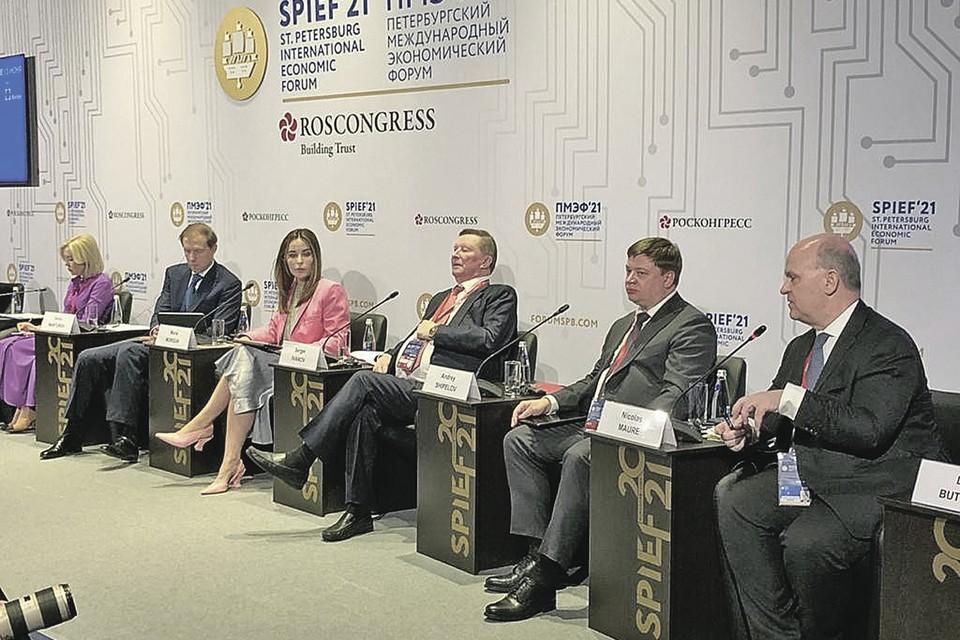 Слева направо: Светлана Радионова, Денис Мантуров, Мария Моргун (модератор), Сергей Иванов, Андрей Шипелов, Николя Мор.