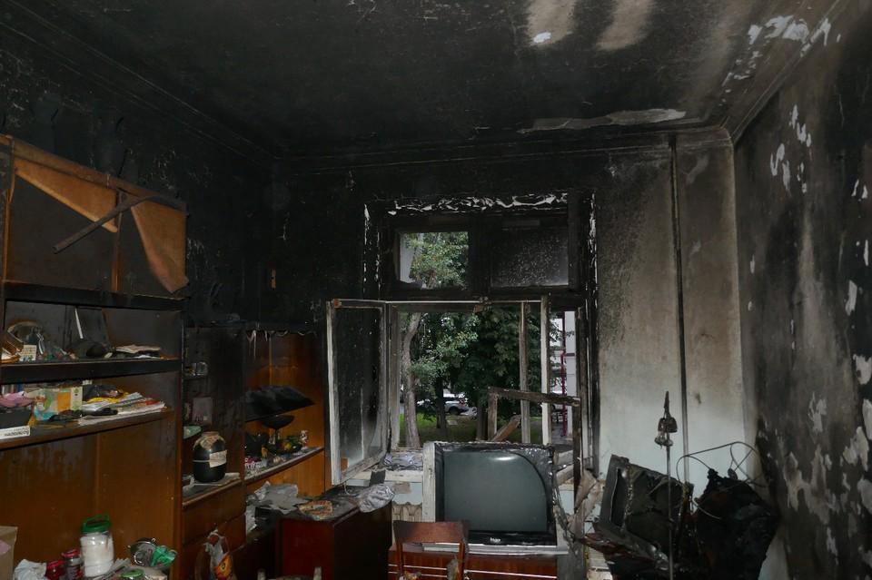"""""""ЧП"""" произошло рано утром в в 4-этажном 8-подъездном кирпичном жилом доме по адресу ул. Кузнецова, 1."""