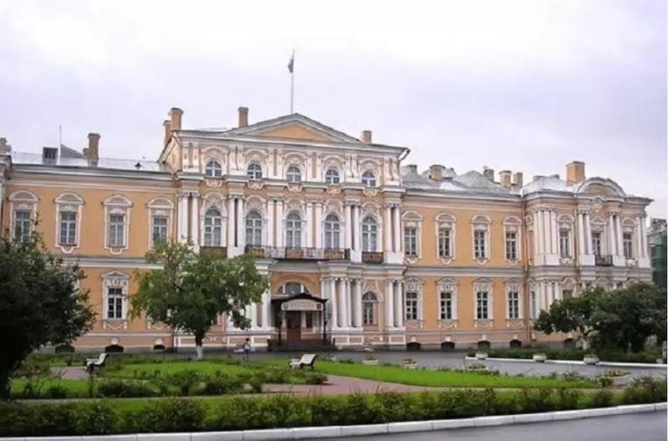 Здание бывшего суворовского училища отреставрируют / Фото: ВООПИК