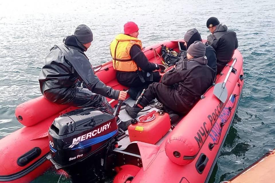 В Баренцевом море продолжаются поиски еще двух пассажиров с катера. Фото: МЧС по Мурманской области