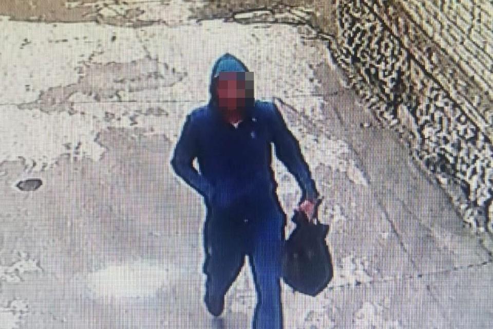 """Под Новосибирском поймали педофила, пристававшего к мальчикам. Фото: """"Подслушано Искитим""""."""