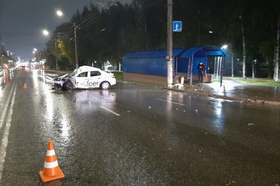 Пассажир «Рено» получил травмы в результате аварии, но выжил. Фото: vk.com/gibdd43