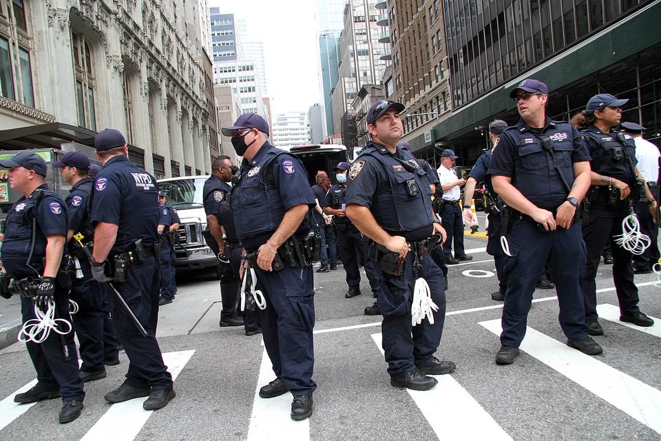 Полицейским США запретили применять удушающие приемы