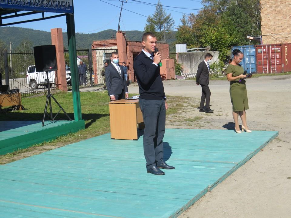 Михаил Дегтярев приветствовал лесников на территории Восточного лесного хозяйства в рабочем поселке Корфовский.
