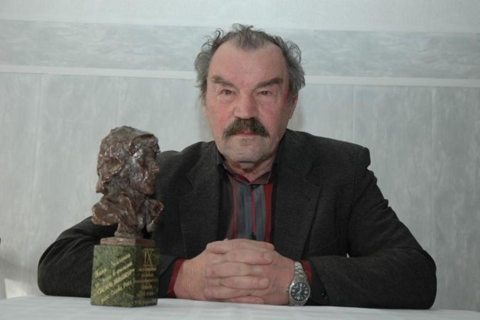 Герой Петра Зайченко поддерживает сыщика Трошина, которого блестяще сыграл Александр Домогаров.