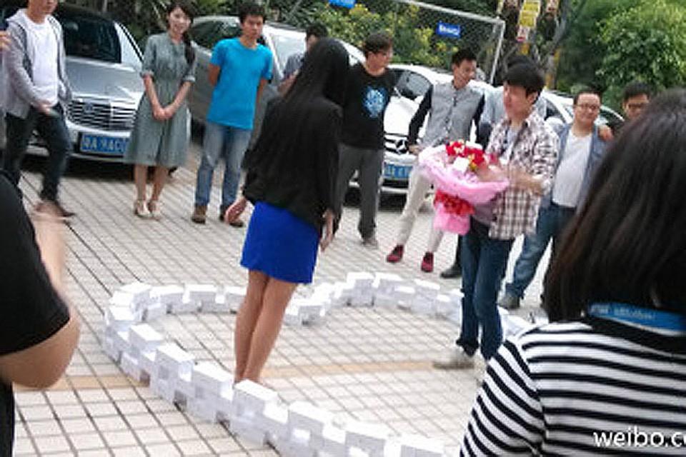 Китаец купил 99 iPhone 6, чтобы завоевать возлюбленную, но получил отказ