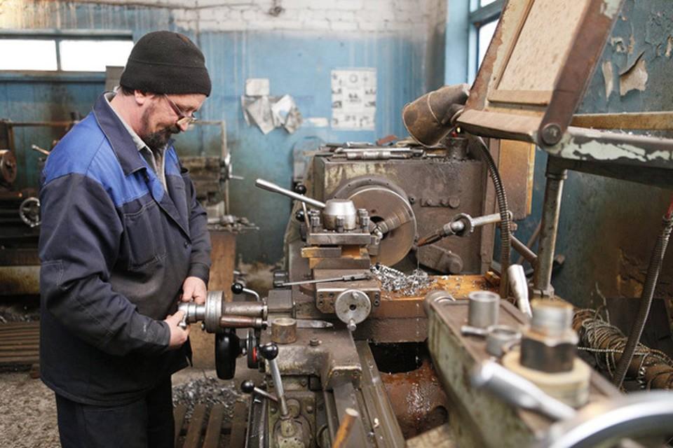 Как бы технологии не развивались, а без рабочих не обойтись.